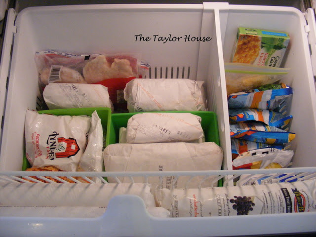 12-Tips-Tricks-For-Organizing-And-Cleaning-Your-Fridge-4