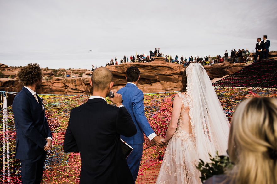 Marriage done at 120 meters high will take your breath away 5a65abcf84421 880