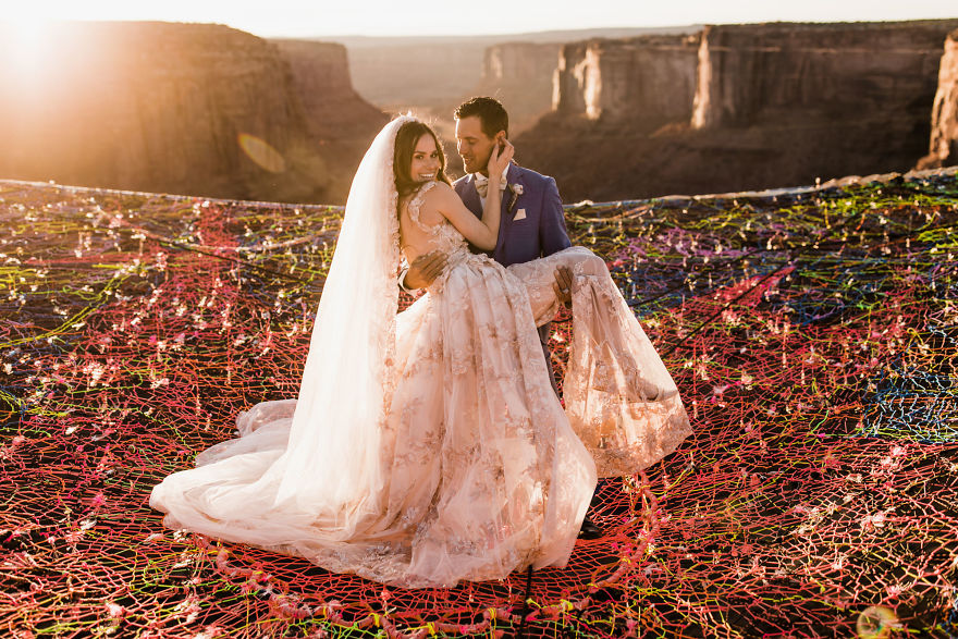 Marriage done at 120 meters high will take your breath away 5a65abf282ab0 880