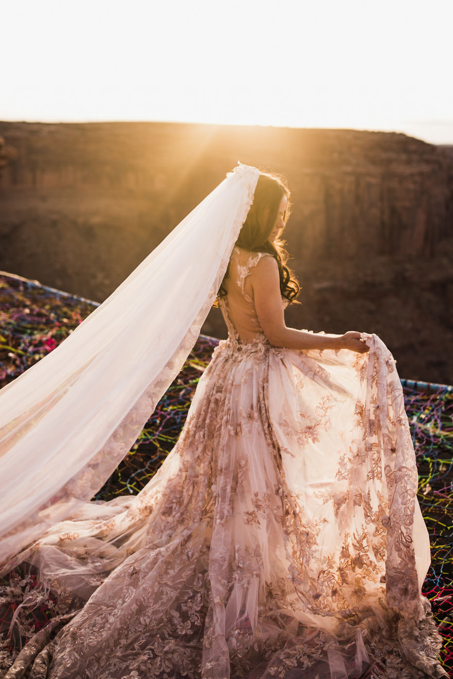 Marriage done at 120 meters high will take your breath away 5a65abffc1aa9 880
