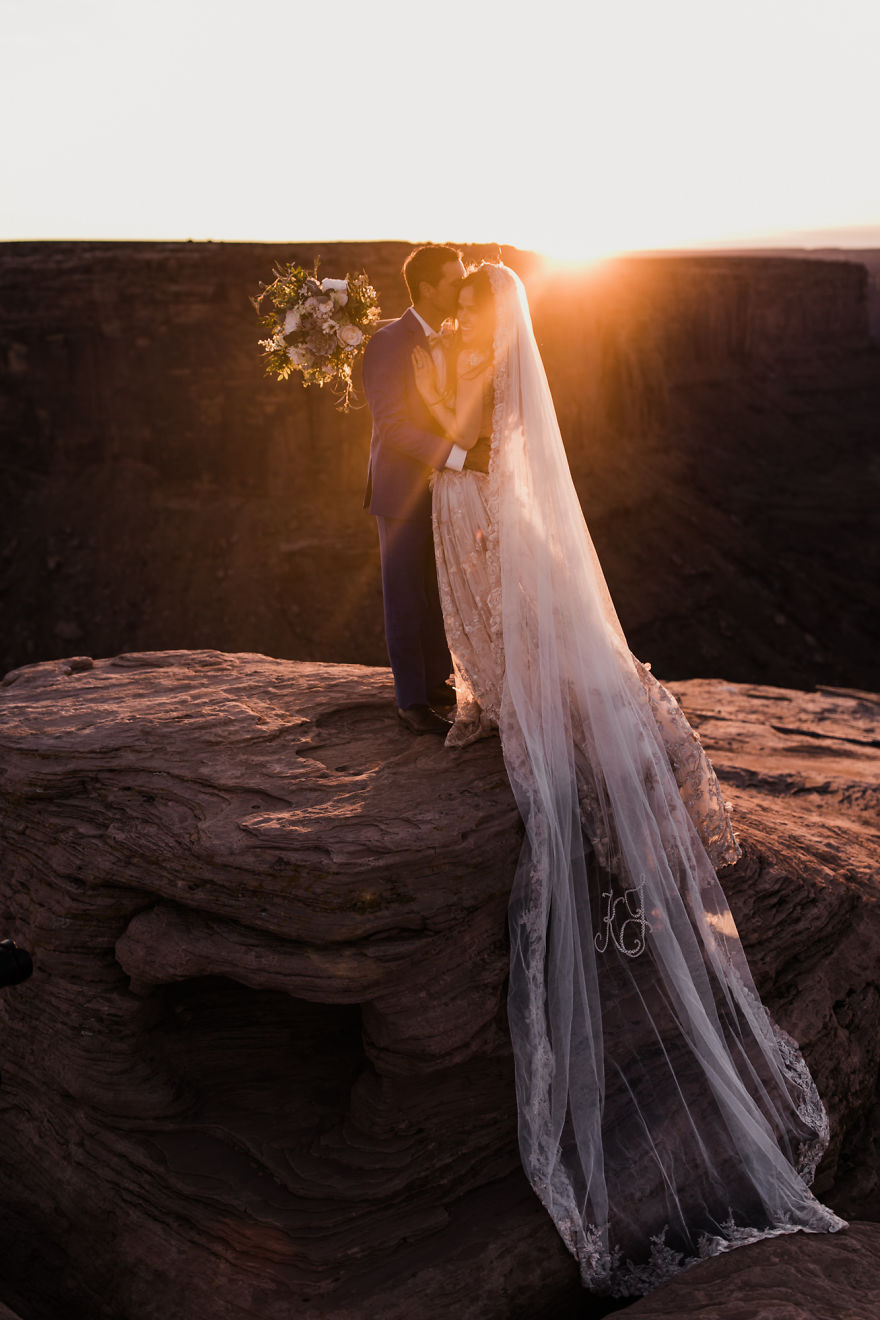 Marriage done at 120 meters high will take your breath away 5a65ac139fa44 880