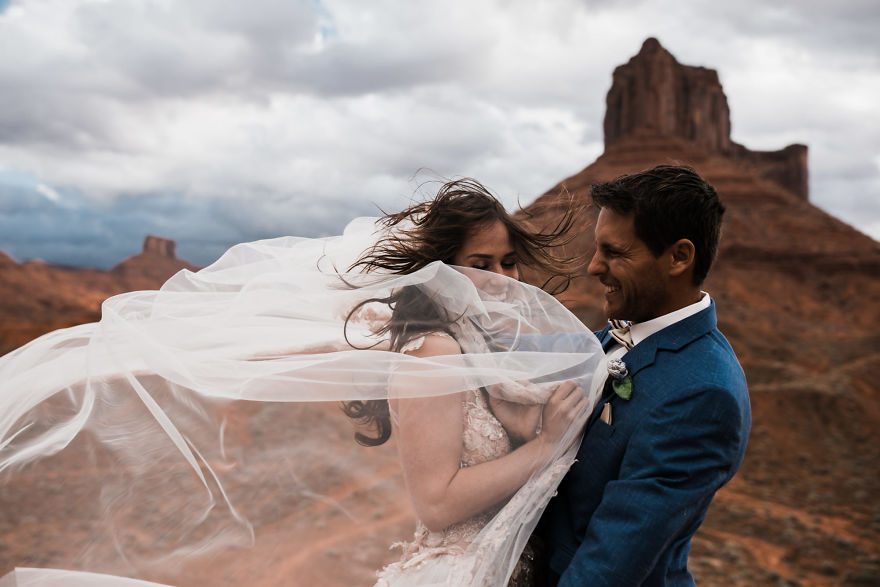 Marriage done at 120 meters high will take your breath away 5a65ac191f2e3 880
