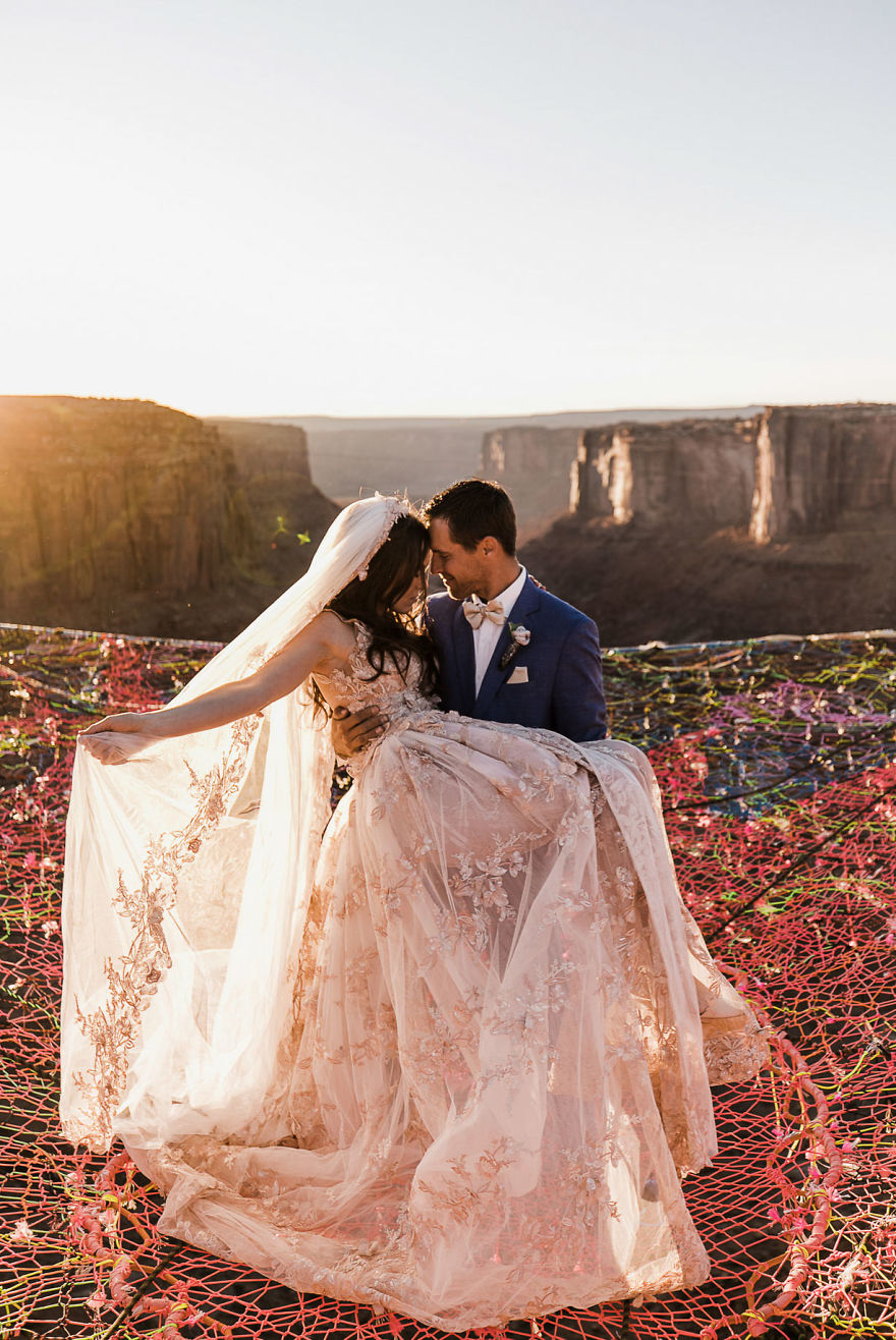 Marriage done at 120 meters high will take your breath away 5a65ac58642b9 880