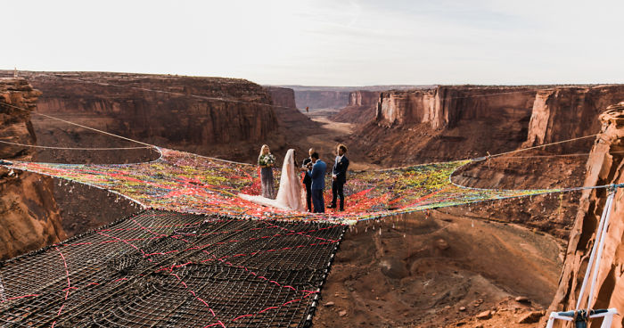couple gets married at 400 feet height and the pictures will take your breath away