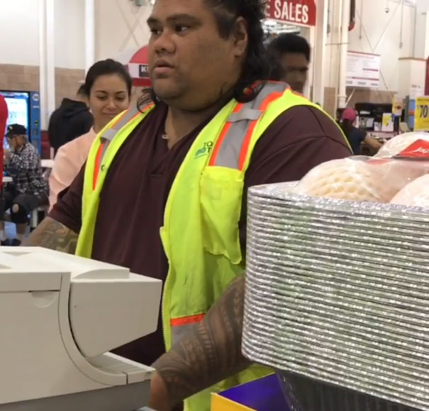 sisters mistake costco cashier maui moana 7 5a5cadeb16618 605
