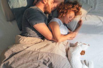2ac30c94 7f83 4578 ac56 f4512ba623c4 couple snuggling in bed