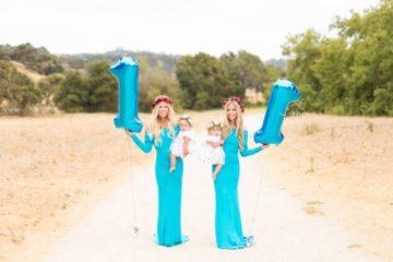Les sœurs enceintes posent dans de belles robes 2