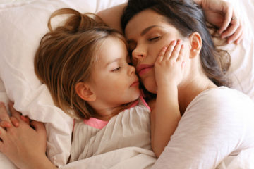 lying down with your kids until they fall asleep is not a bad habit 1024x576 1516310495