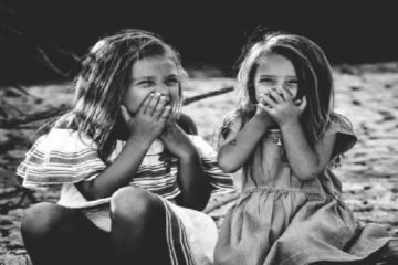 Tener una hermana parlanchina te ayuda a evitar la depresión según estudios recientes