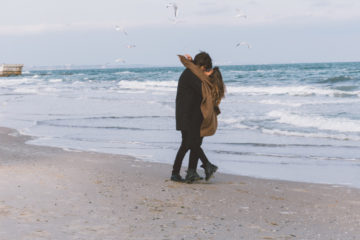 Innamorati di qualcuno che ti aiuti a rimettere insieme i pezzi del tuo cuore.